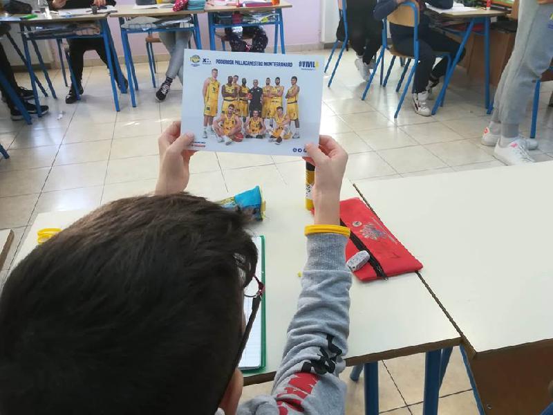 https://www.basketmarche.it/immagini_articoli/12-12-2018/poderosa-montegranaro-visita-scuola-salvadori-lido-tommaso-600.jpg