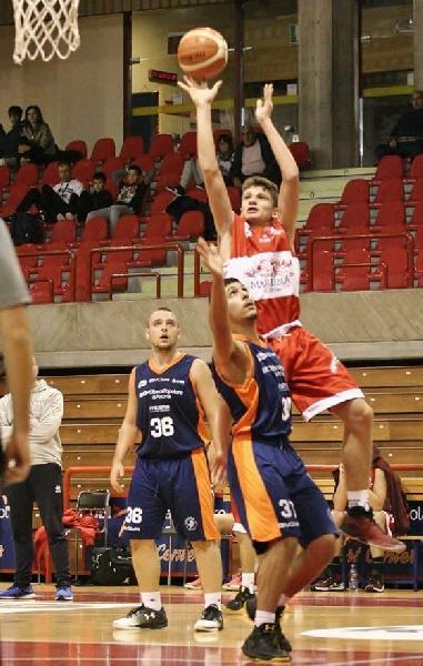 https://www.basketmarche.it/immagini_articoli/12-12-2019/ufficiale-giacomo-stella-giocatore-basket-todi-600.jpg