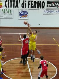 https://www.basketmarche.it/immagini_articoli/13-01-2018/d-regionale-il-basket-fermo-supera-un-buon-basket-maceratese-270.jpg