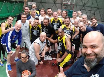 https://www.basketmarche.it/immagini_articoli/13-01-2018/prima-divisione-b-il-new-basket-jesi-espugna-il-campo-de-il-campetto-ancona-270.jpg