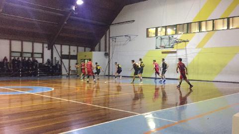 https://www.basketmarche.it/immagini_articoli/13-01-2018/promozione-c-i-bad-boys-fabriano-superano-il-p73-conero-e-restano-imbattuti-270.jpg