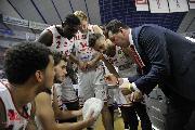 https://www.basketmarche.it/immagini_articoli/13-01-2018/serie-a-la-vuelle-pesaro-torna-alla-vittoria-battuta-sassari-120.jpg