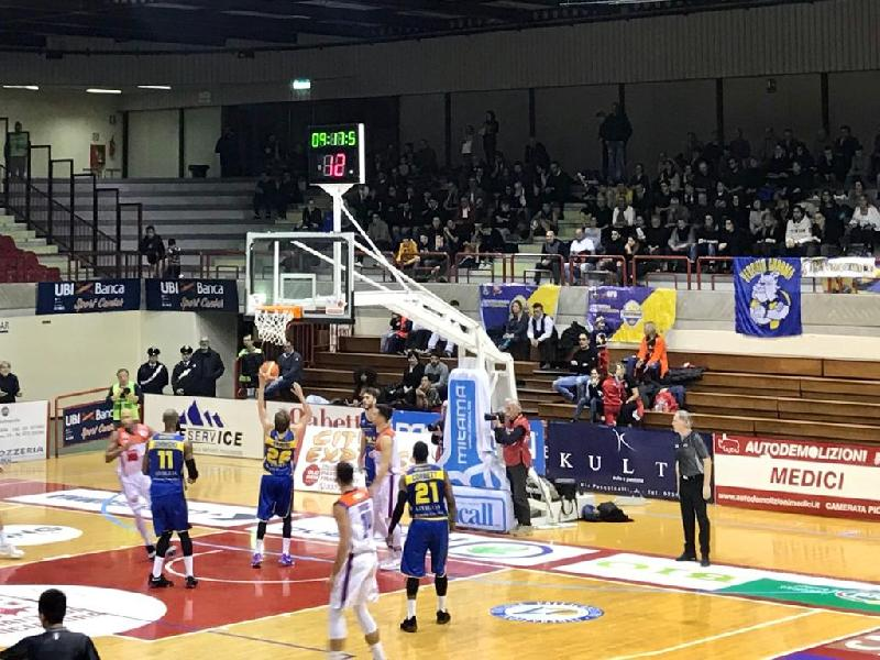 https://www.basketmarche.it/immagini_articoli/13-01-2019/pagelle-jesi-montegranaro-simmons-amoroso-bene-mascolo-dillard-600.jpg