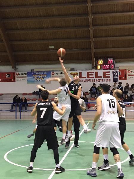 https://www.basketmarche.it/immagini_articoli/13-01-2019/pallacanestro-acqualagna-vince-derby-basket-durante-urbania-600.jpg