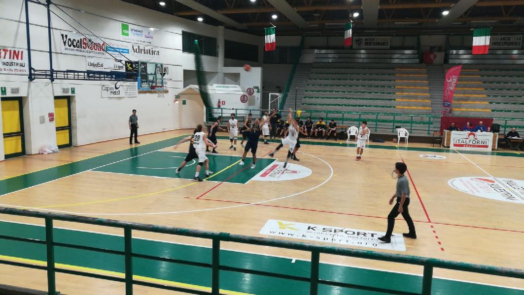 https://www.basketmarche.it/immagini_articoli/13-01-2019/ultima-andata-loreto-pesaro-campione-inverno-rilanciano-osimo-fano-castelfidardo-600.jpg
