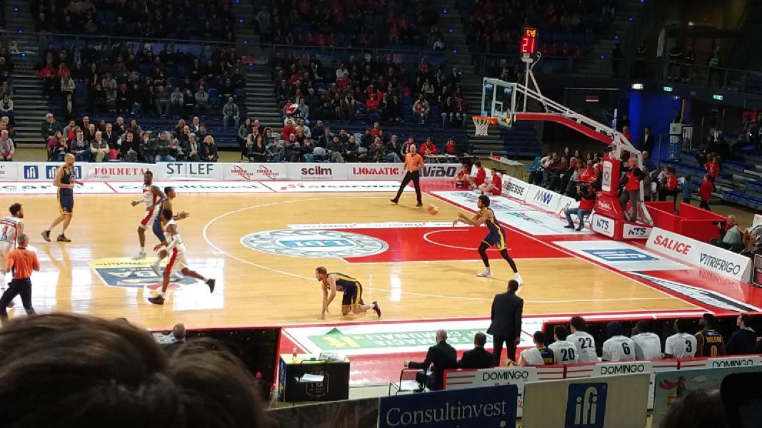 https://www.basketmarche.it/immagini_articoli/13-01-2019/video-incredibile-tripla-artis-regalato-overtime-vuelle-pesaro-600.jpg