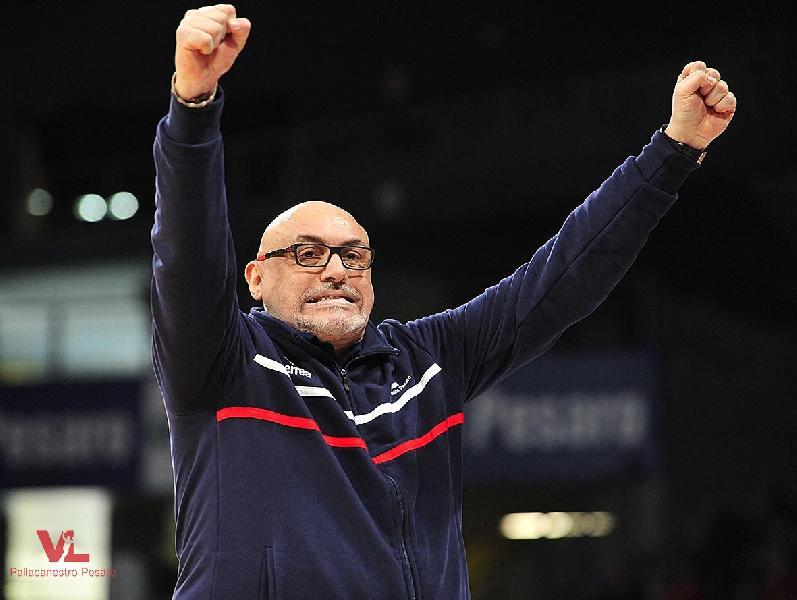 https://www.basketmarche.it/immagini_articoli/13-01-2019/vuelle-pesaro-coach-boniciolli-fischiati-nostro-pubblico-godiamo-vittoria-600.jpg