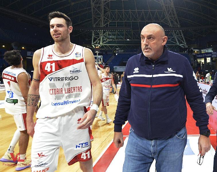 https://www.basketmarche.it/immagini_articoli/13-01-2019/vuelle-pesaro-simone-zanotti-questa-vittoria-boccata-ossigeno-sono-contento-600.jpg
