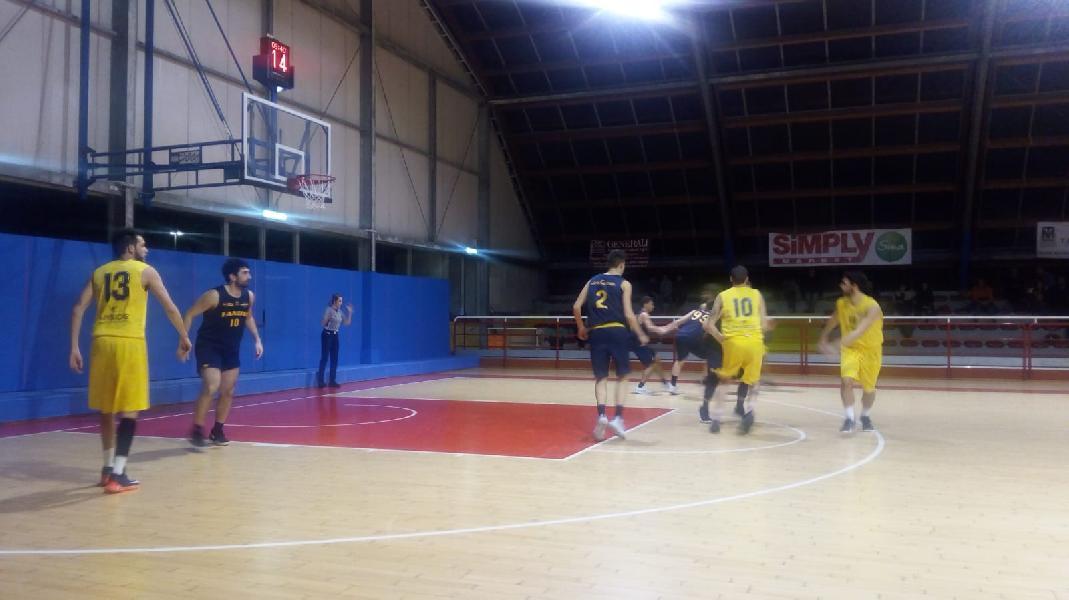https://www.basketmarche.it/immagini_articoli/13-02-2019/regionale-anticipo-loreto-pesaro-aggiudica-derby-basket-fanum-600.jpg