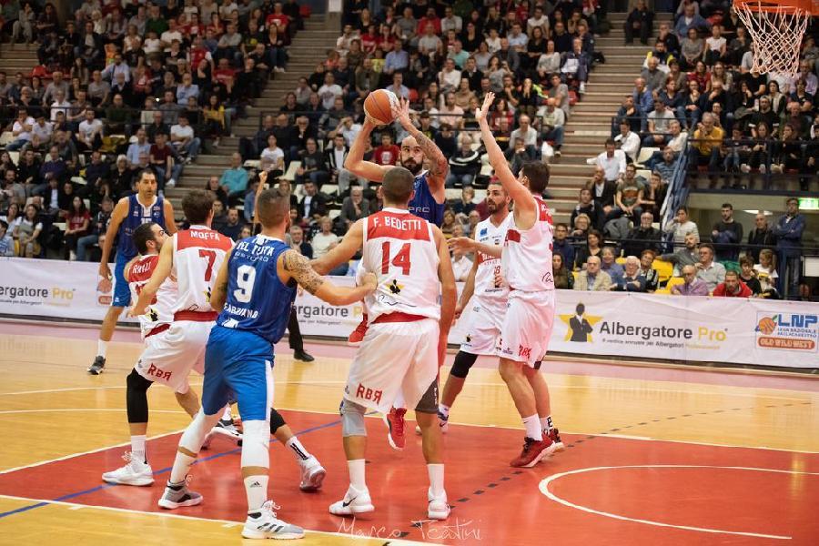 https://www.basketmarche.it/immagini_articoli/13-02-2020/janus-fabriano-match-lanciatissima-rinascita-basket-rimini-600.jpg