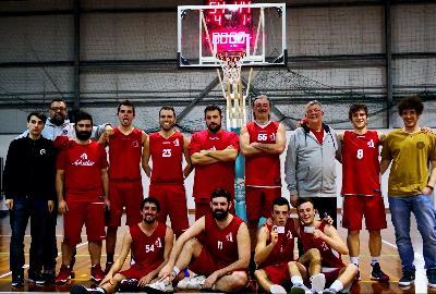 https://www.basketmarche.it/immagini_articoli/13-04-2018/prima-divisione-playoff-gara-2-l-adriatico-ancona-pareggia-i-conti-contro-i-pupazzi-di-pezza-pesaro-270.jpg