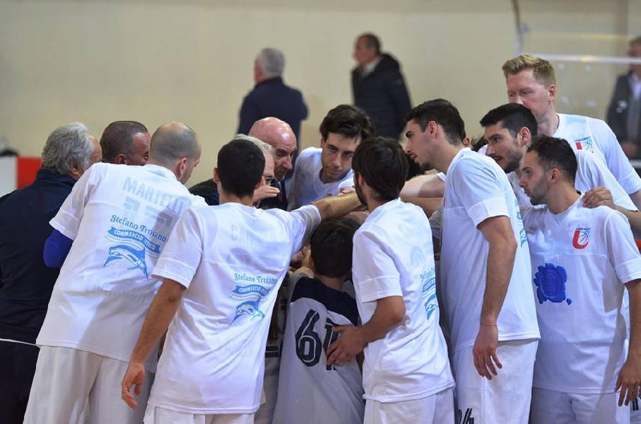 https://www.basketmarche.it/immagini_articoli/13-04-2019/gold-playoff-convincente-unibasket-lanciano-prende-sambenedettese-600.jpg