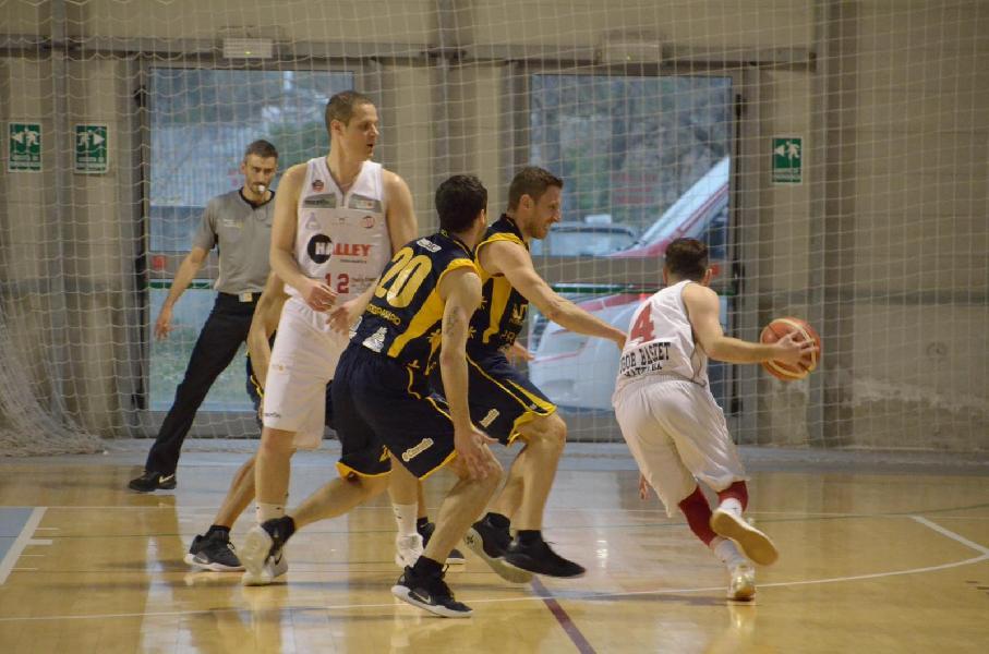 https://www.basketmarche.it/immagini_articoli/13-04-2019/gold-playoff-sutor-montegranaro-firma-subito-colpo-espugna-matelica-600.jpg