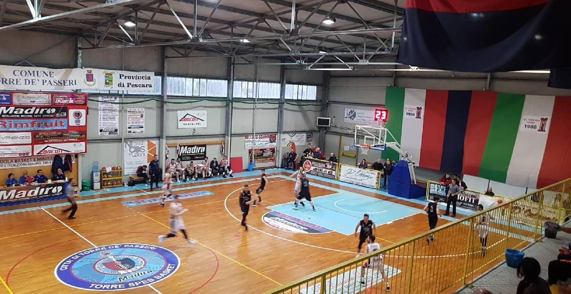 https://www.basketmarche.it/immagini_articoli/13-04-2019/playoff-convincente-torre-spes-supera-basket-todi-pareggia-serie-600.jpg