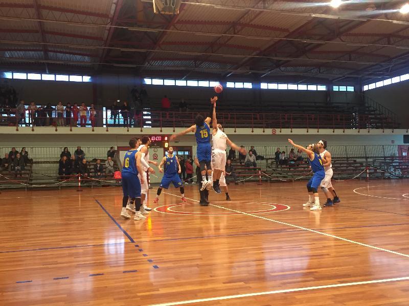 https://www.basketmarche.it/immagini_articoli/13-04-2019/playoff-olimpia-mosciano-espugna-nettamente-tolentino-passa-turno-600.jpg