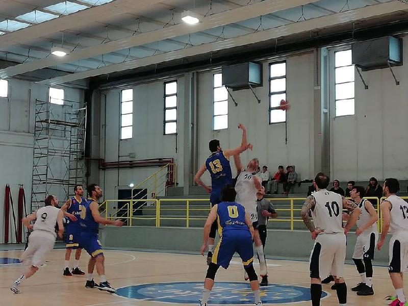 https://www.basketmarche.it/immagini_articoli/13-04-2019/playoff-pallacanestro-fermignano-pareggia-conti-airino-basket-termoli-600.jpg