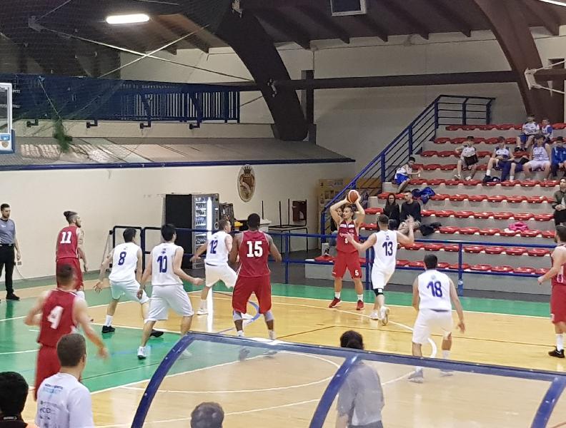 https://www.basketmarche.it/immagini_articoli/13-04-2019/playoff-pallacanestro-urbania-espugna-campo-pineto-basket-chiude-serie-600.jpg