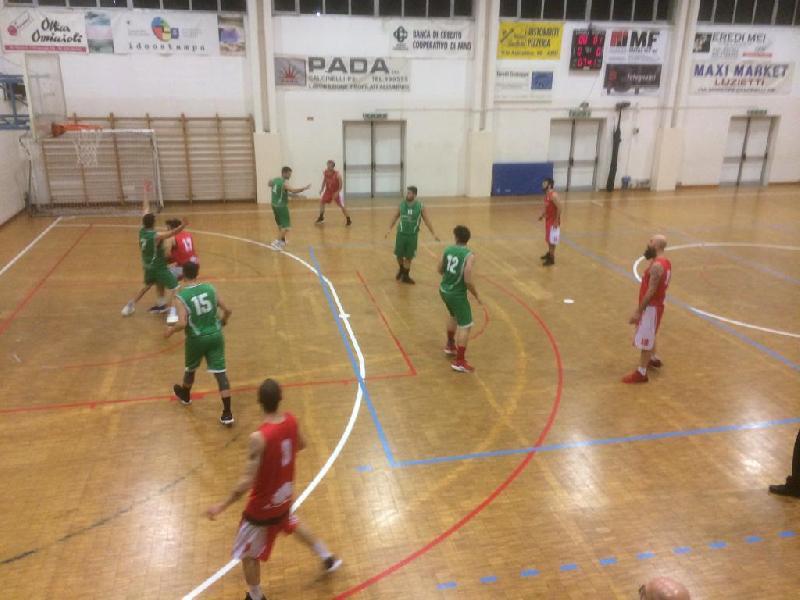 https://www.basketmarche.it/immagini_articoli/13-04-2019/playoff-ricci-chiaravalle-espugna-campo-pallacanestro-calcinelli-chiude-serie-600.jpg