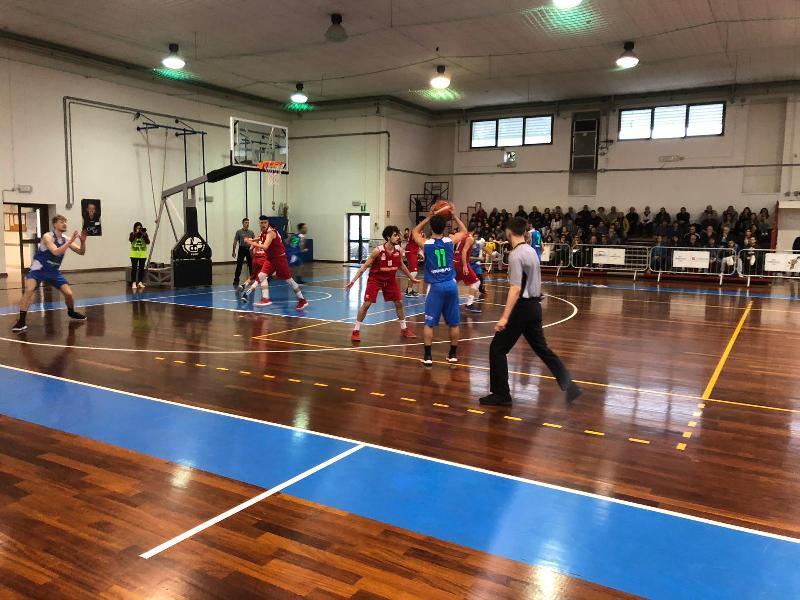 https://www.basketmarche.it/immagini_articoli/13-04-2019/playoff-vasto-basket-espugna-campo-wispone-taurus-jesi-chiude-serie-600.jpg