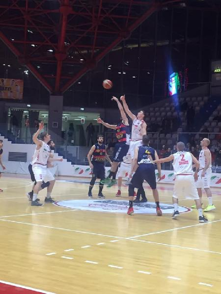 https://www.basketmarche.it/immagini_articoli/13-04-2019/playoff-virtus-assisi-passa-campo-chieti-basket-chiude-serie-600.jpg