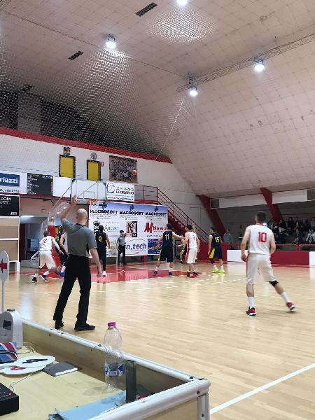 https://www.basketmarche.it/immagini_articoli/13-04-2019/regionale-playoff-gara-macerata-acqualagna-partono-forte-urbania-sbanca-pedaso-600.jpg