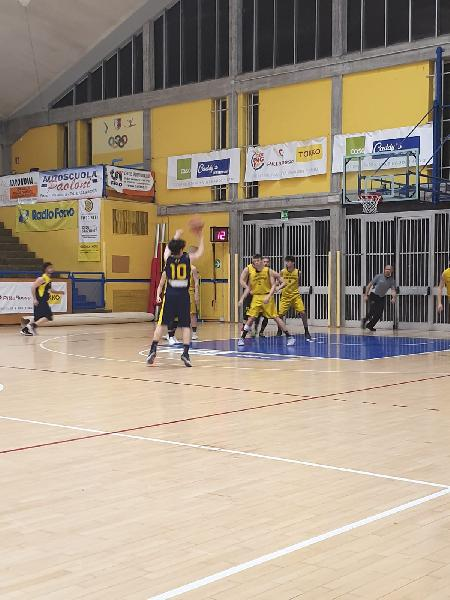 https://www.basketmarche.it/immagini_articoli/13-04-2019/regionale-playout-bene-fano-pesaro-basket-senigallia-espugna-porto-sant-elpidio-600.jpg