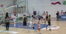 https://www.basketmarche.it/immagini_articoli/13-04-2021/adria-pallacanestro-bari-beffata-casa-basket-corato-120.jpg