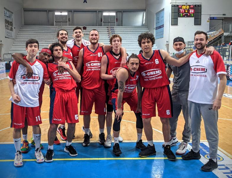https://www.basketmarche.it/immagini_articoli/13-04-2021/chem-virtus-porto-giorgio-gode-prima-vittoria-stagionale-600.jpg