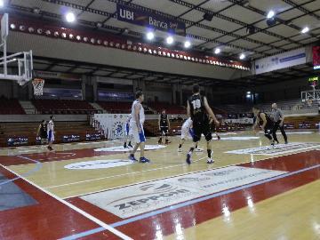 https://www.basketmarche.it/immagini_articoli/13-05-2018/d-regionale-playoff--playout-gara-1-vittorie-interne-per-fermignano-ed-aesis-colpo-esterno-per-urbania-270.jpg