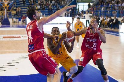 https://www.basketmarche.it/immagini_articoli/13-05-2018/serie-a2-playoff-gara-1-la-poderosa-montegranaro-a-trieste-per-il-colpaccio-270.jpg