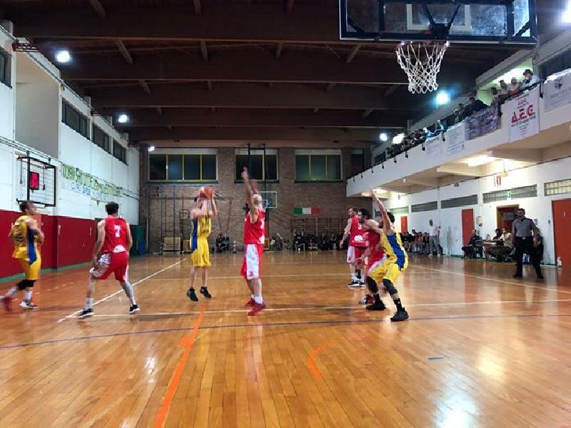 https://www.basketmarche.it/immagini_articoli/13-05-2019/promozione-playoff-conero-basket-porta-independiente-macerata-bella-600.jpg