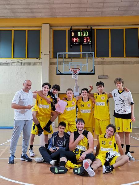 https://www.basketmarche.it/immagini_articoli/13-05-2021/gold-victoria-fermo-supera-picchio-civitanova-vittoria-600.jpg