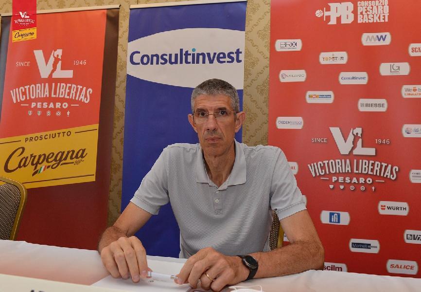 https://www.basketmarche.it/immagini_articoli/13-05-2021/pesaro-ario-costa-auguro-allenatore-repesa-futuro-pubblico-chiave-600.jpg