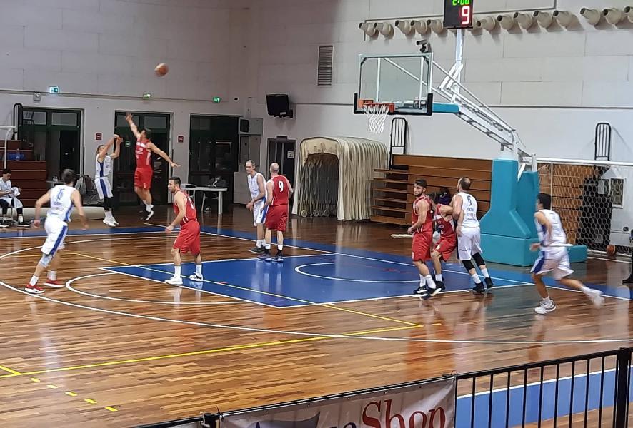 https://www.basketmarche.it/immagini_articoli/13-05-2021/titano-marino-supera-autorit-pallacanestro-urbania-rimane-imbattuta-600.jpg