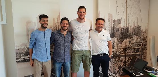 https://www.basketmarche.it/immagini_articoli/13-06-2018/serie-a2-poderosa-montegranaro-capitan-valerio-amoroso-confermato-per-la-prossima-stagione-270.jpg