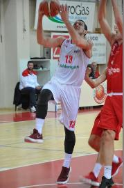 https://www.basketmarche.it/immagini_articoli/13-06-2018/serie-b-nazionale-è-federico-ricci-la-prima-conferma-della-pallacanestro-senigallia-270.jpg