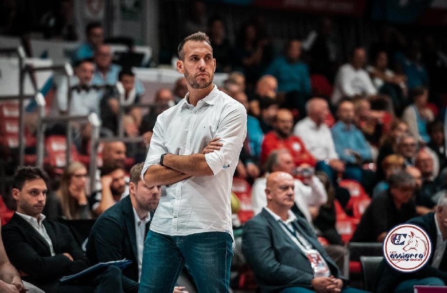 https://www.basketmarche.it/immagini_articoli/13-06-2020/colpaccio-angels-santarcangelo-ufficiale-arrivo-panchina-coach-gabriele-ceccarelli-600.jpg