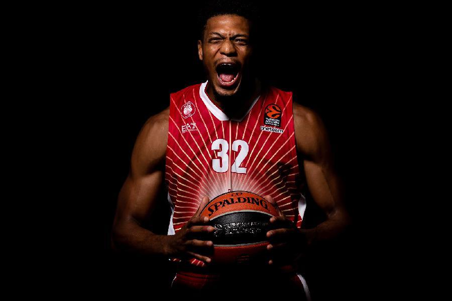 https://www.basketmarche.it/immagini_articoli/13-06-2020/ufficiale-olimpia-milano-rinnova-anno-contratto-jeff-brooks-600.jpg