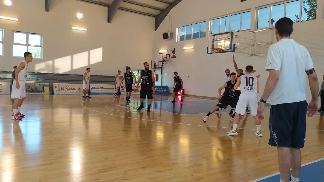 https://www.basketmarche.it/immagini_articoli/13-06-2021/canestro-alessandrini-sirena-regala-vittoria-basket-aquilano-basket-todi-600.jpg
