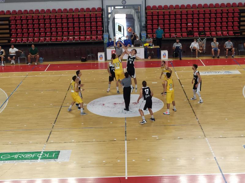 https://www.basketmarche.it/immagini_articoli/13-06-2021/pallacanestro-recanati-chiude-stagione-battendo-pallacanestro-acqualagna-600.jpg