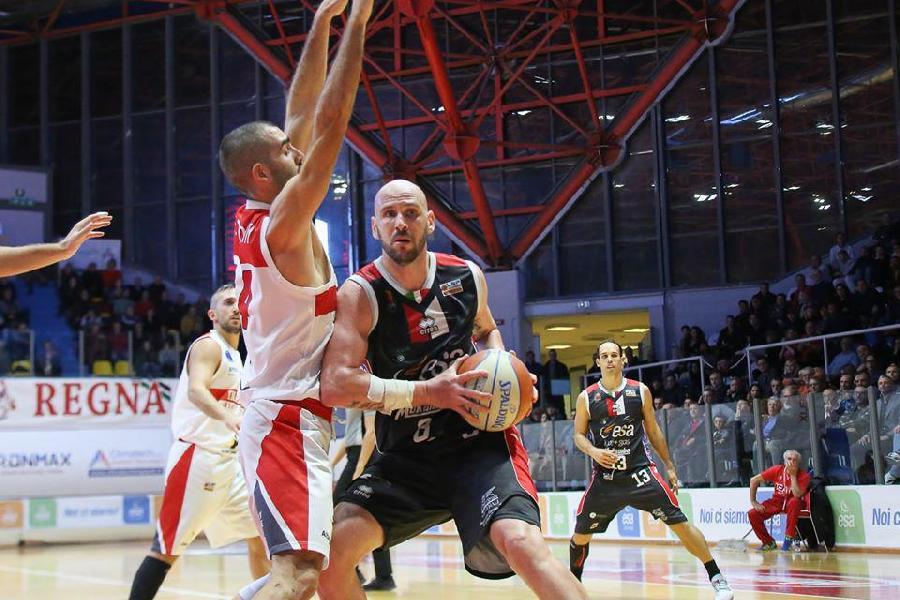 https://www.basketmarche.it/immagini_articoli/13-07-2020/ufficiale-virtus-arechi-salerno-annuncia-arrivo-massimo-rezzano-600.jpg
