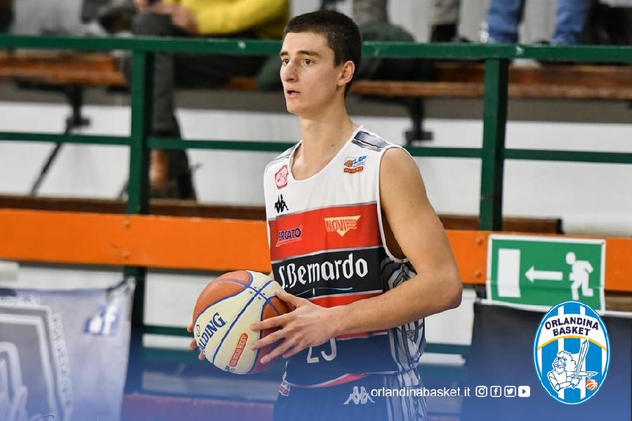 https://www.basketmarche.it/immagini_articoli/13-07-2021/ufficiale-orlandina-basket-firma-triennale-esterno-francesco-reggiani-600.jpg
