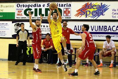 https://www.basketmarche.it/immagini_articoli/13-08-2018/serie-b-nazionale-gianluca-carpanzano-è-l-ultimo-colpo-di-mercato-dell-unibasket-pescara-270.jpg