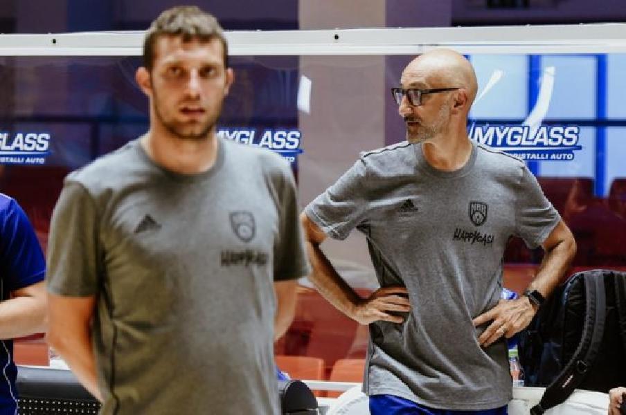 https://www.basketmarche.it/immagini_articoli/13-08-2019/happy-casa-brindisi-lavoro-coach-vitucci-lavoreremo-puntare-nostri-obiettivi-600.jpg