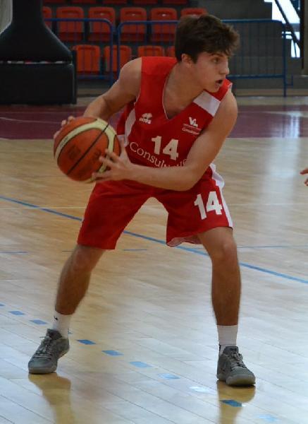https://www.basketmarche.it/immagini_articoli/13-08-2019/terzo-colpo-mercato-vuelle-pesaro-ufficiale-arrivo-play-gianmarco-azzarito-600.jpg