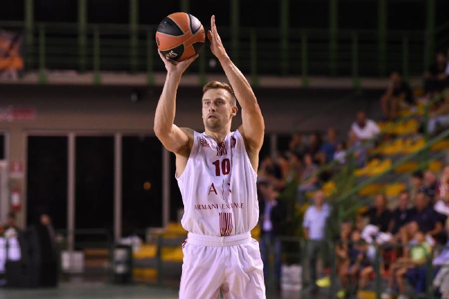 https://www.basketmarche.it/immagini_articoli/13-09-2019/olimpia-milano-saluta-ringrazia-deividas-dulkys-600.jpg