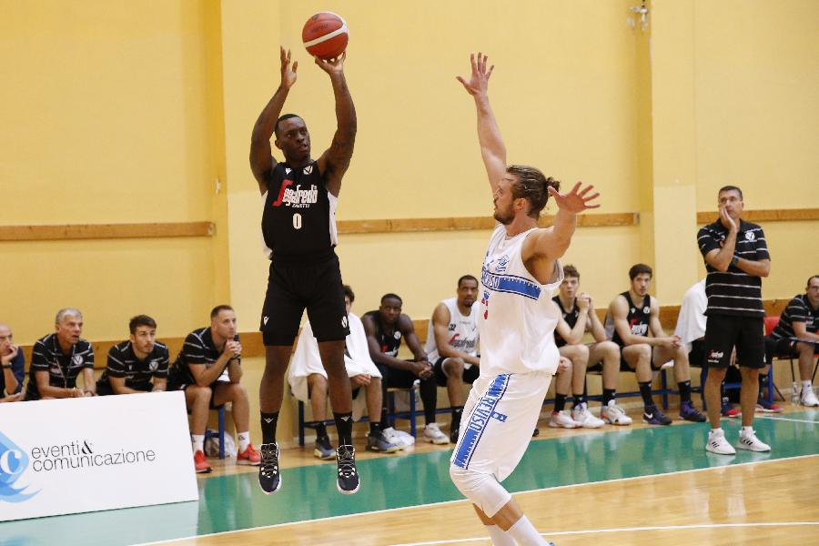 https://www.basketmarche.it/immagini_articoli/13-09-2019/torneo-jesolo-virtus-bologna-supera-longhi-treviso-dopo-supplementare-600.jpg