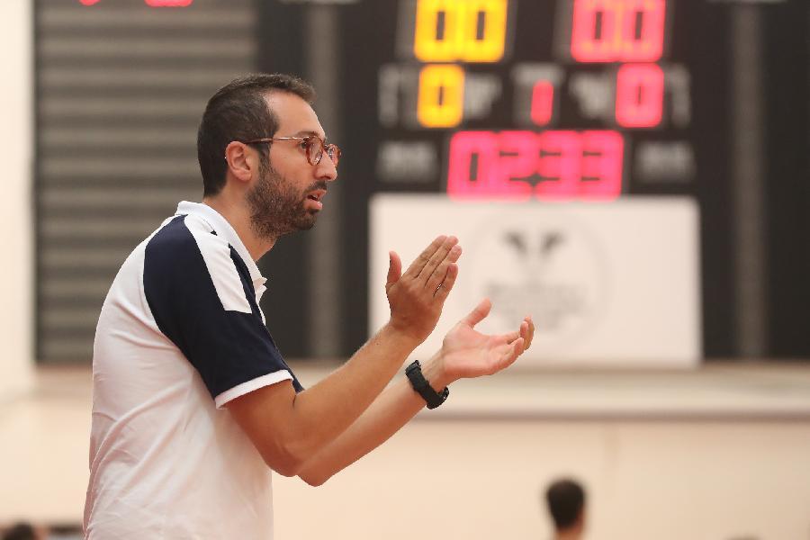 https://www.basketmarche.it/immagini_articoli/13-09-2021/basket-ravenna-coach-lotesoriere-sono-molto-contento-vittoria-prestazione-600.jpg
