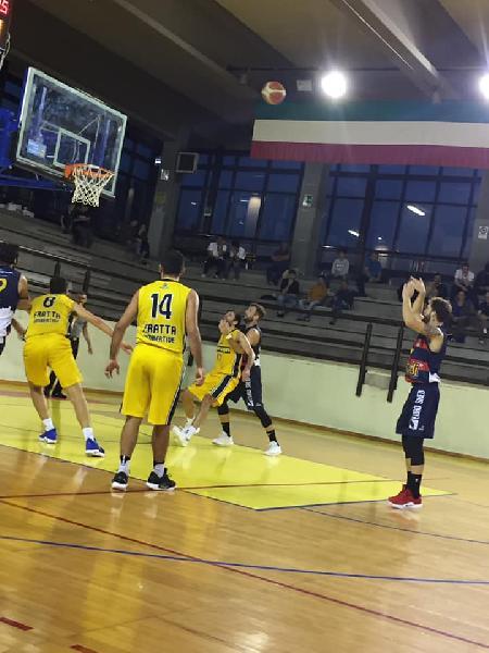https://www.basketmarche.it/immagini_articoli/13-10-2018/serie-silver-live-girone-marche-umbria-risultati-seconda-giornata-tempo-reale-600.jpg