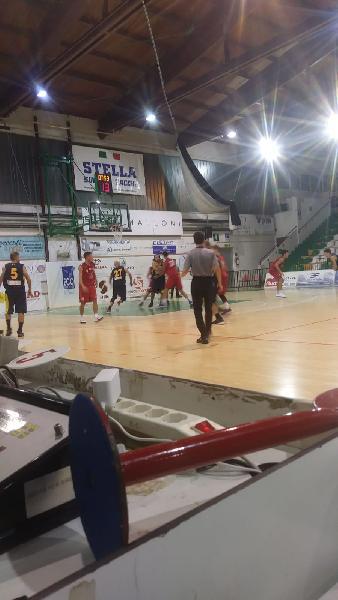 https://www.basketmarche.it/immagini_articoli/13-10-2018/sporting-porto-sant-elpidio-supera-volata-victoria-fermo-600.jpg